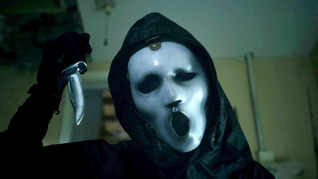 Assista a 7 minutos do primeiro episódio da segunda temporada de 'Scream'