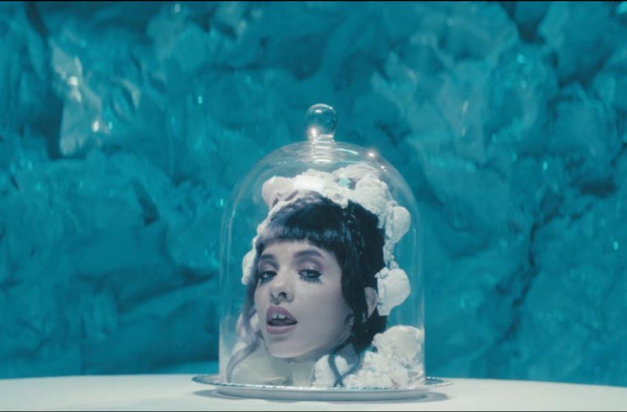 """Melanie Martinez lança clipes para """"Tag, you're it"""" e """"Milk and Cookies"""""""