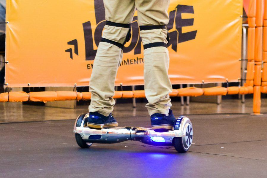 Hoverboard é diversão futurística do Shopping Estação