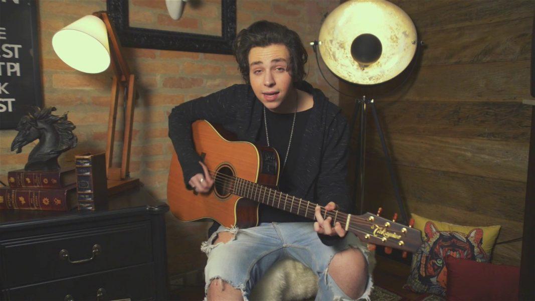 Ídolo teen, cantor Edu Chociay estará amanhã (19) no Shopping São José