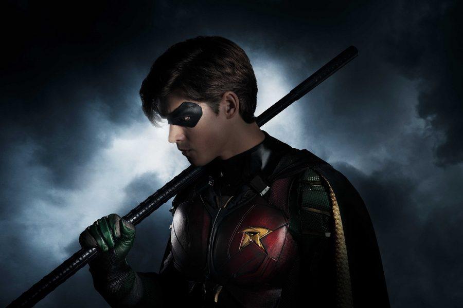 Brenton Thwaites é o Robin na primeira imagem da série de TV dos Novos Titãs