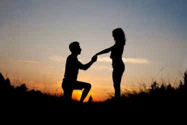 Simpatia para ser pedida em casamento: 4 opções poderosas