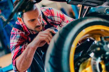 Mecânica de motos: cursos e noções básicas de manutenção