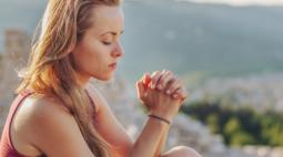 Oração Maria Passa na Frente: escrita e falada