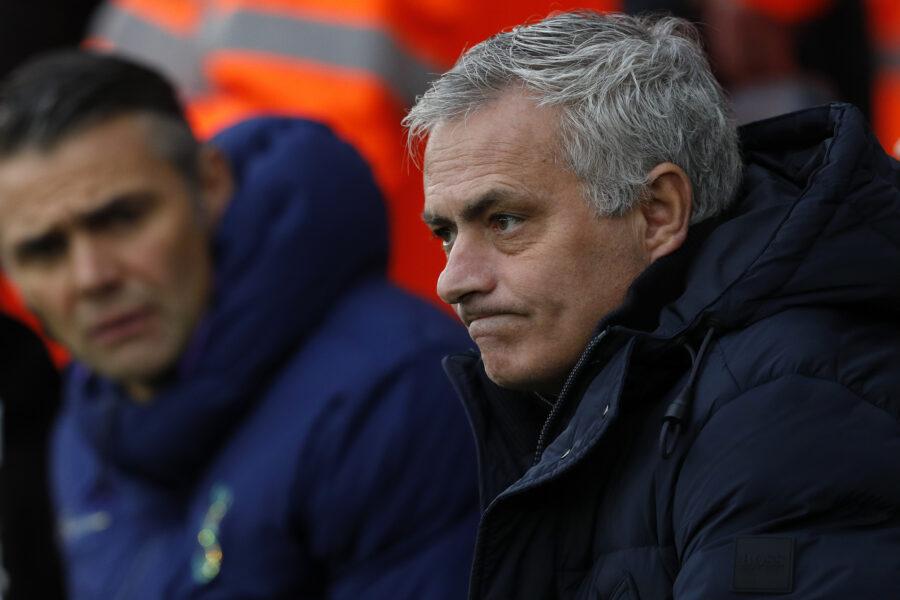 Mourinho se defende das recentes críticas no comando do Tottenham