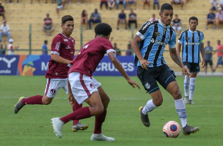Juventus-SP arranca empate e adia classificação do Grêmio na Copinha