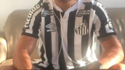 "Renato posta foto no home office com a camisa do Santos: ""Sextou"""