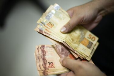 Novo coronavírus: governo antecipa pagamento do 13º para aposentados