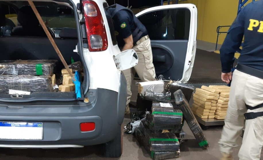 PRF apreende 402 quilos de maconha em abordagens no Paraná