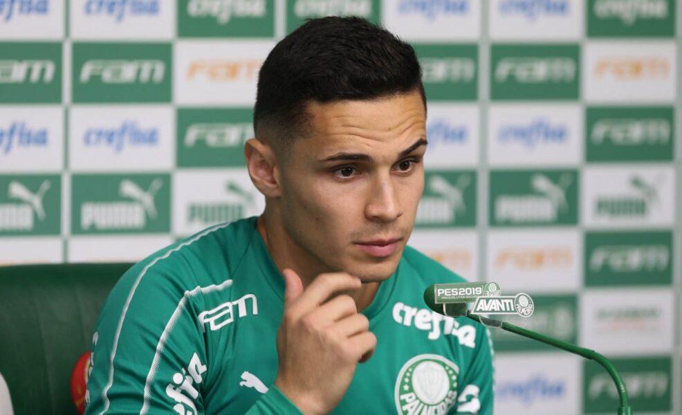 Raphael Veiga quer esquecer sequência ruim do Palmeiras e pede foco no Vasco