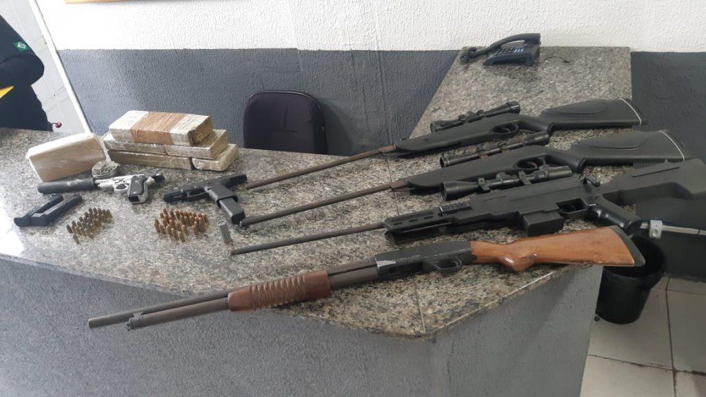 Denúncia leva policiais do BOPE a apreender seis armas e quatro quilos de maconha e crack em São José dos Pinhais