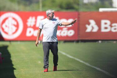 Com dúvidas para a Libertadores, Odair fecha treino do Internacional