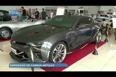 Exposição de carros antigos agita RMC