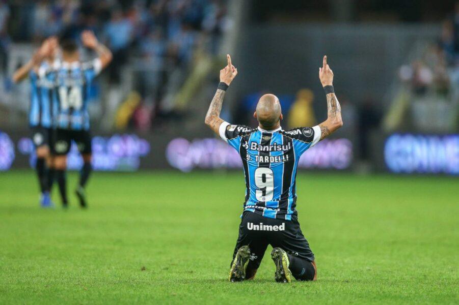 Com Geromel expulso e gol de Tardelli, Grêmio vence Libertad e abre boa vantagem