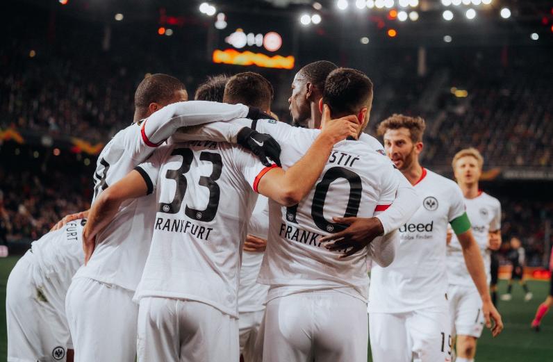 Eintracht Frankfurt empata com Salzburg e avança na Liga Europa