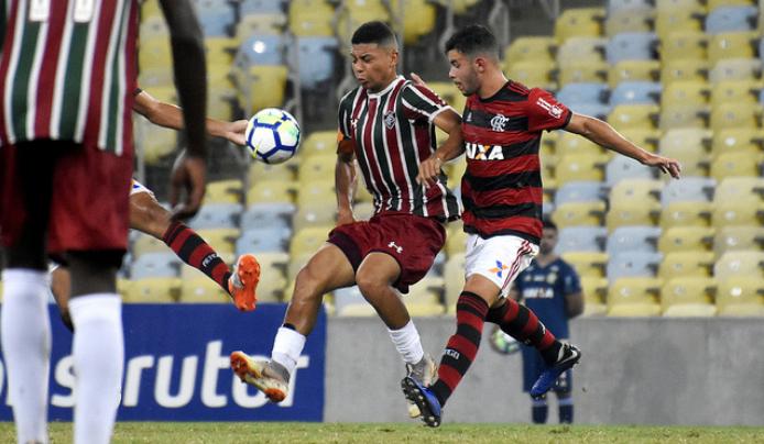 Fluminense prorroga contrato de joia da base