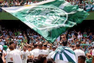 Em comemoração, jogadores do Coritiba provocam rival do Paraná