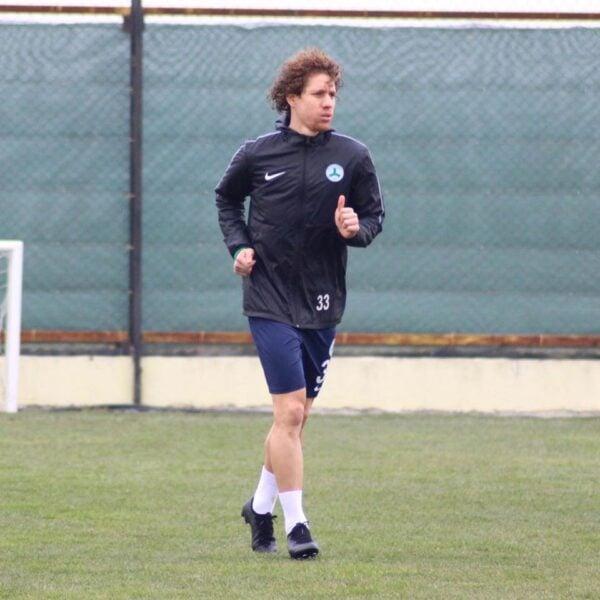 Renan Foguinho avalia rotina de treinos e fala sobre volta do futebol na Turquia