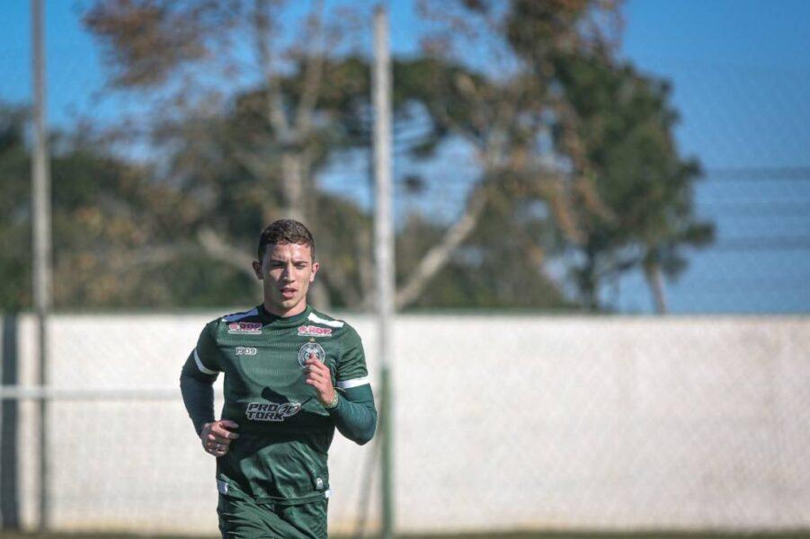 """Nathan aponta que o Coritiba está """"tomando todas as prevenções"""" na volta aos treinos"""
