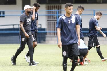 Maior campeão, Corinthians encara time novato na estreia pela Copinha