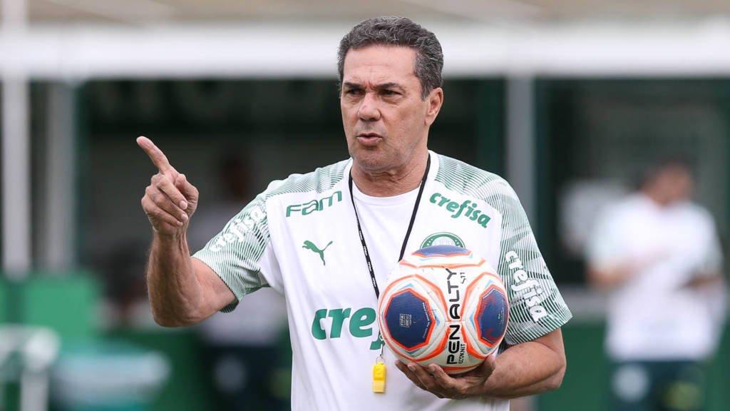 Luxemburgo esboça time titular do Palmeiras para o clássico contra o Santos