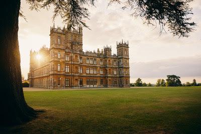 Castelo de Highclere, cenário de Downton Abbey, já está disponível para reservas na Airbnb