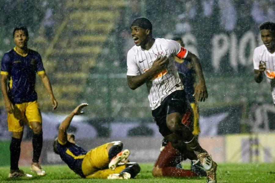 Corinthians marca duas vezes no final e vence o Retrô-PE na estreia da Copinha