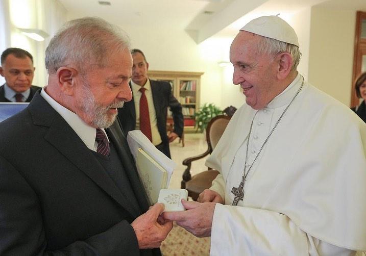 Podcast: Papa Francisco comete erro ao receber Lula