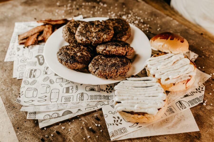 Dia Mundial do Hambúrguer: saiba quais são os pratos mais famosos do mundo