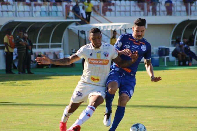 Confiança vence Fortaleza e segue líder na Copa do Nordeste