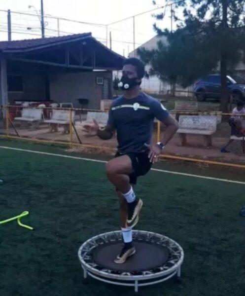 Com o contrato rescindido, Abuda treina em casa e espera achar novo clube