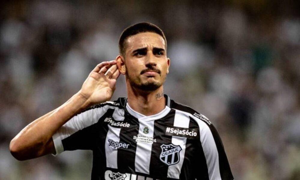 Diretoria do Inter discute a contratação de meia