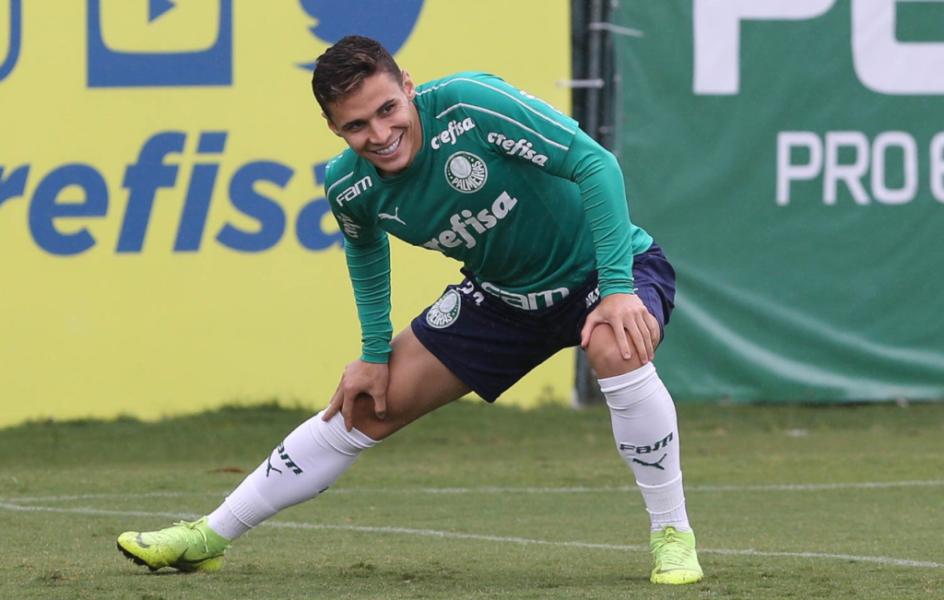 """Veiga comemora boa fase e renovação no Palmeiras: """"Me sinto muito valorizado"""""""