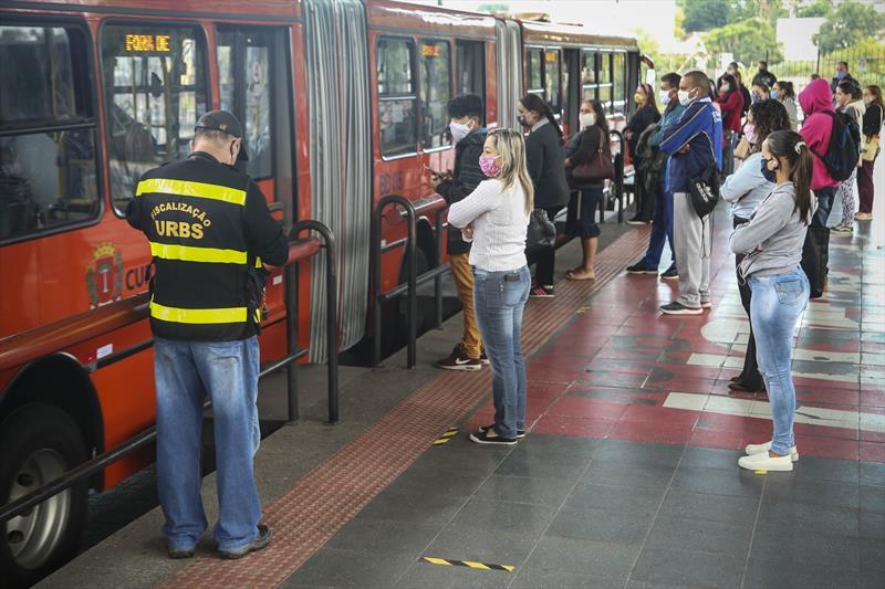 Ônibus sairão com lotação máxima de 50% nos principais terminais