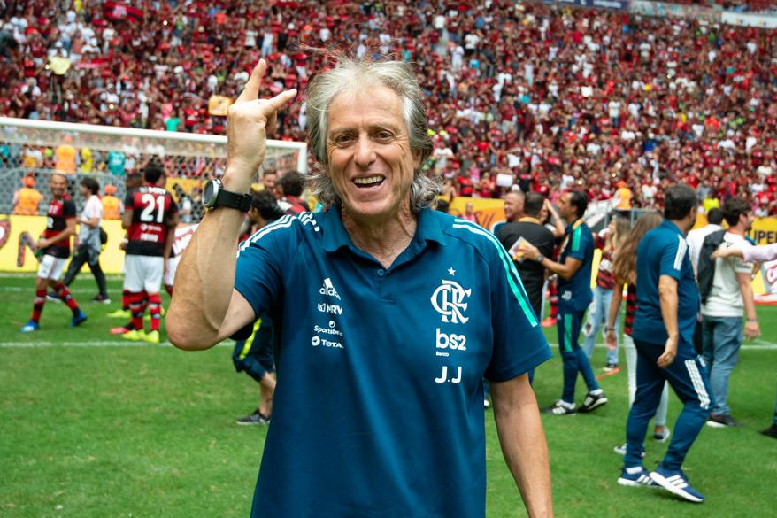 Flamengo vive expectativa por retorno de Jesus e renovação