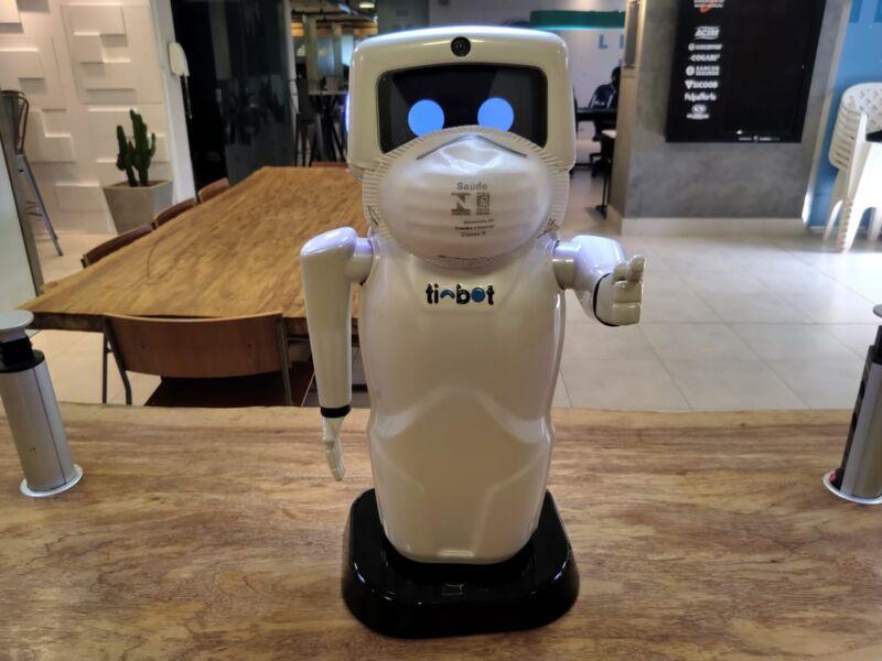 Hospital paranaense utiliza robô brasileiro no combate ao coronavírus