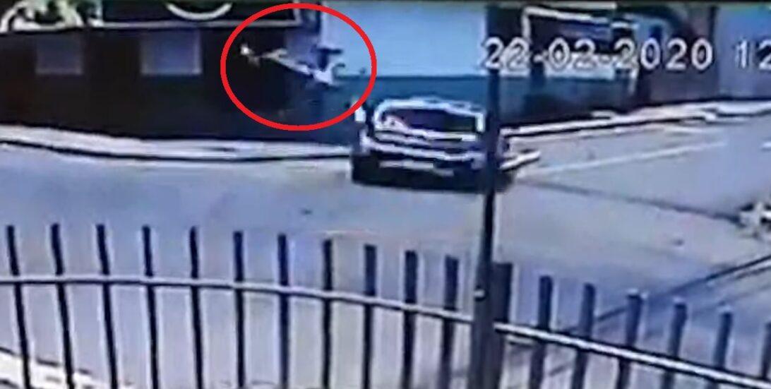 Adolescente de 15 anos atropela motociclista em Maringá; assista