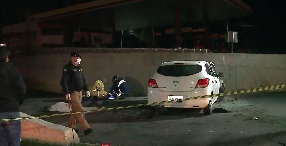 Carro bate em muro e mulher morre em acidente na Rodovia da Uva, em Colombo
