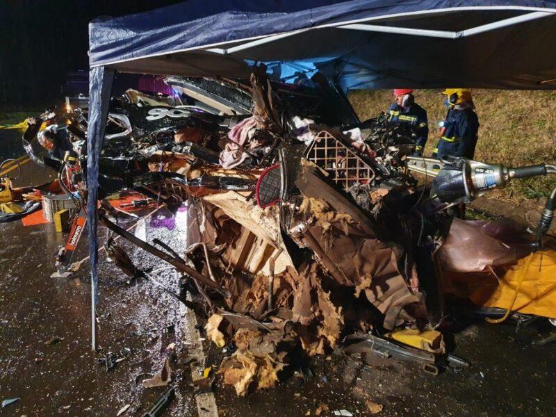 Acidentes simultâneos envolvem sete veículos e treze vítimas na PR-317, em Iguaraçu
