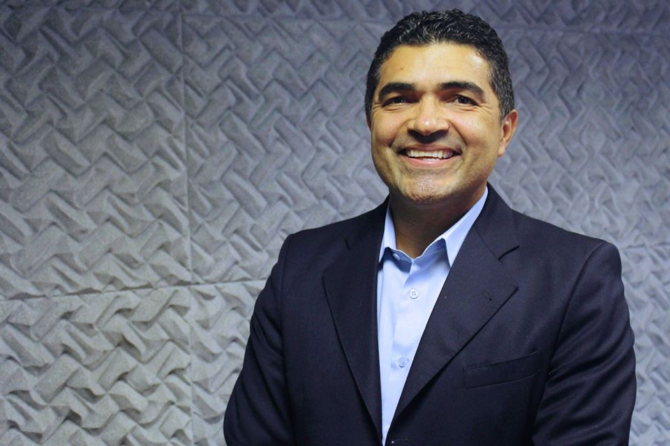 Adilson Arantes apresentador e jornalista 2