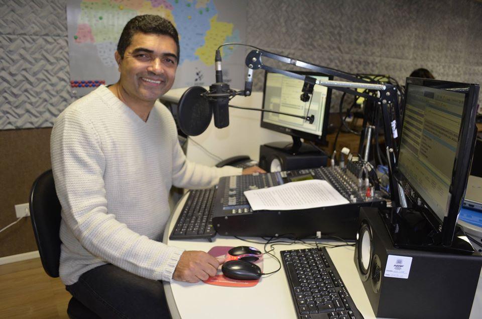 Adilson Arantes apresentador e jornalista