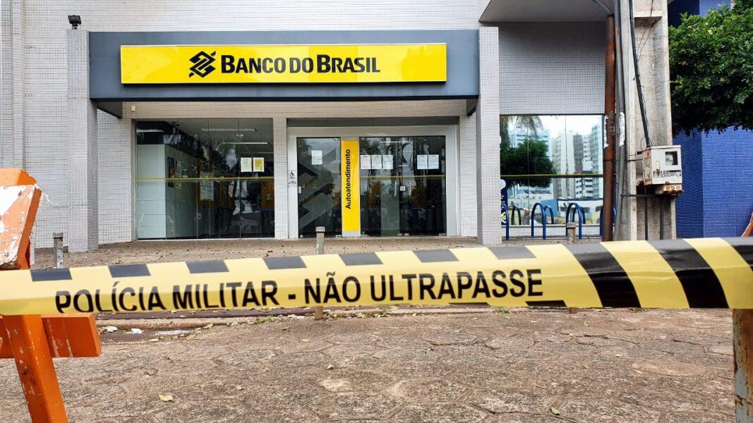 Polícia Militar isola agência bancária por suspeita de bomba em Maringá