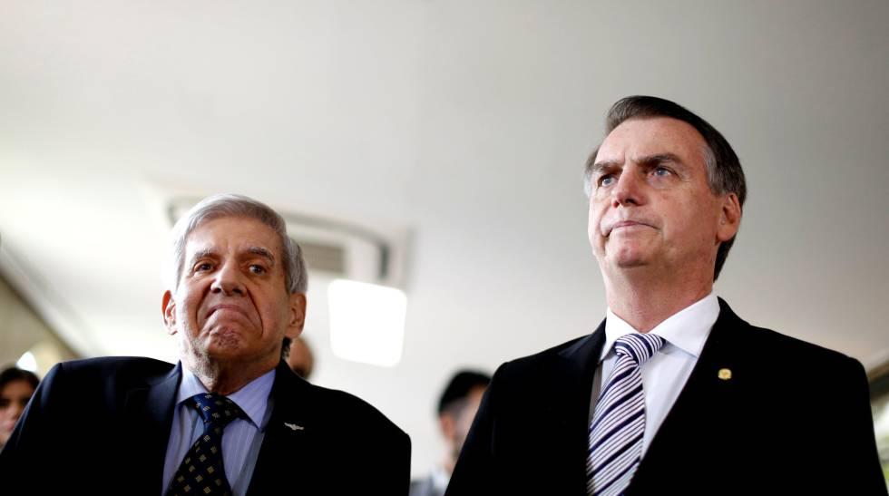 """General Augusto Heleno repudia pedido de apreensão do celular de Bolsonaro: """"Consequências imprevisíveis"""""""