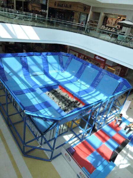 Cama elástica gigante chega ao Shopping São José!