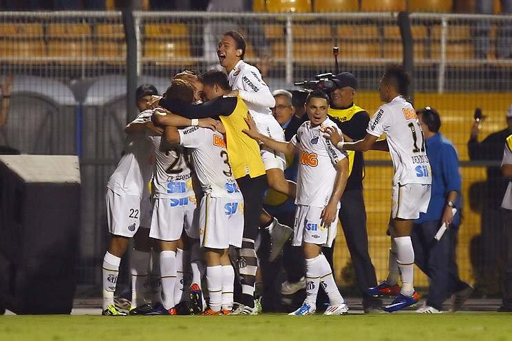 Há nove anos, Santos ficava perto da final da Libertadores após vitória suada