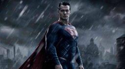 Henry Cavill está em negociação com a Warner para retornar para o papel de Superman