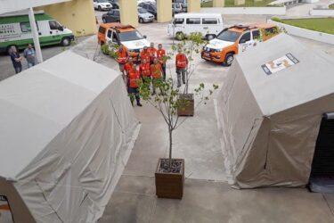 Defesa Civil monta barracas que vão servir de ponto de apoio à saúde em ação contra coronavírus