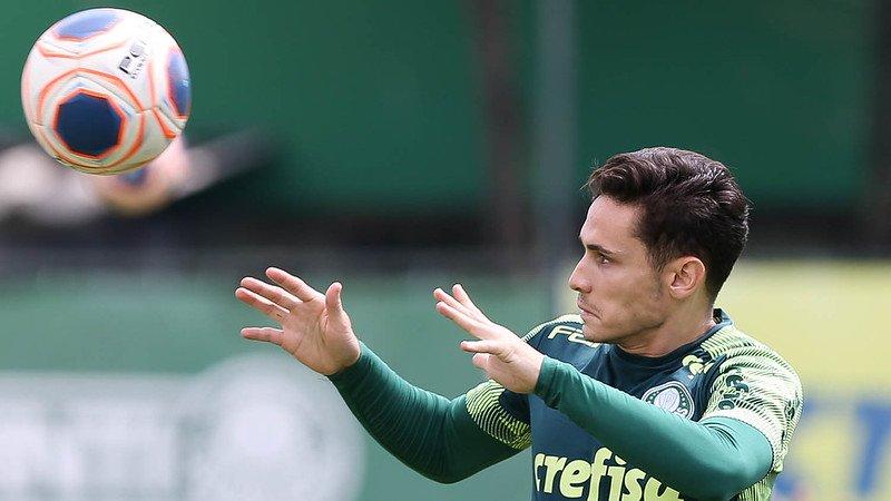 Raphael Veiga renova com o Palmeiras até final de 2023