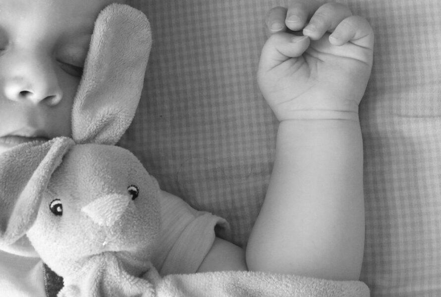 Após mãe amamentar, bebê é encontrado morto, em Maringá