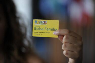 4,9 milhões de beneficiários do Bolsa Família deixam de receber o auxílio